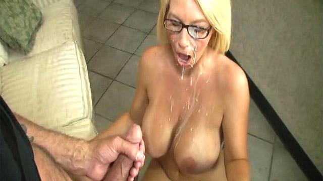 секс сисястых губастых блондинок в очках с корейцем рада