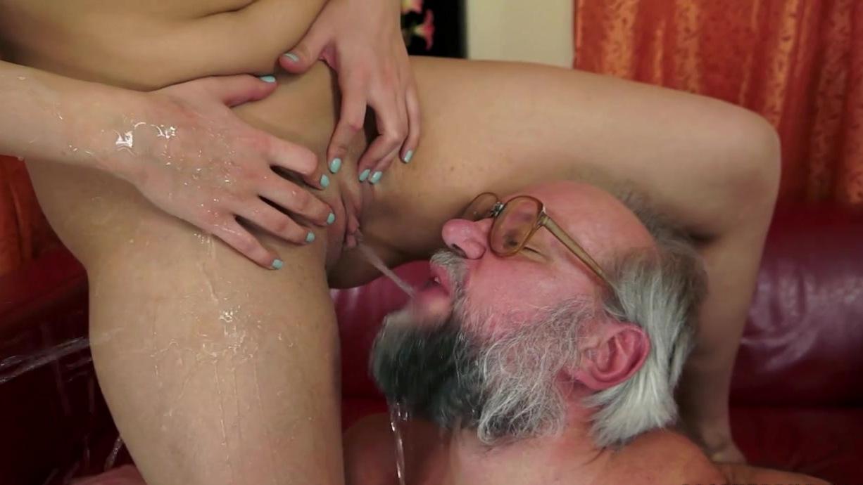 порно онлайн лизать волосатое очко-гь3