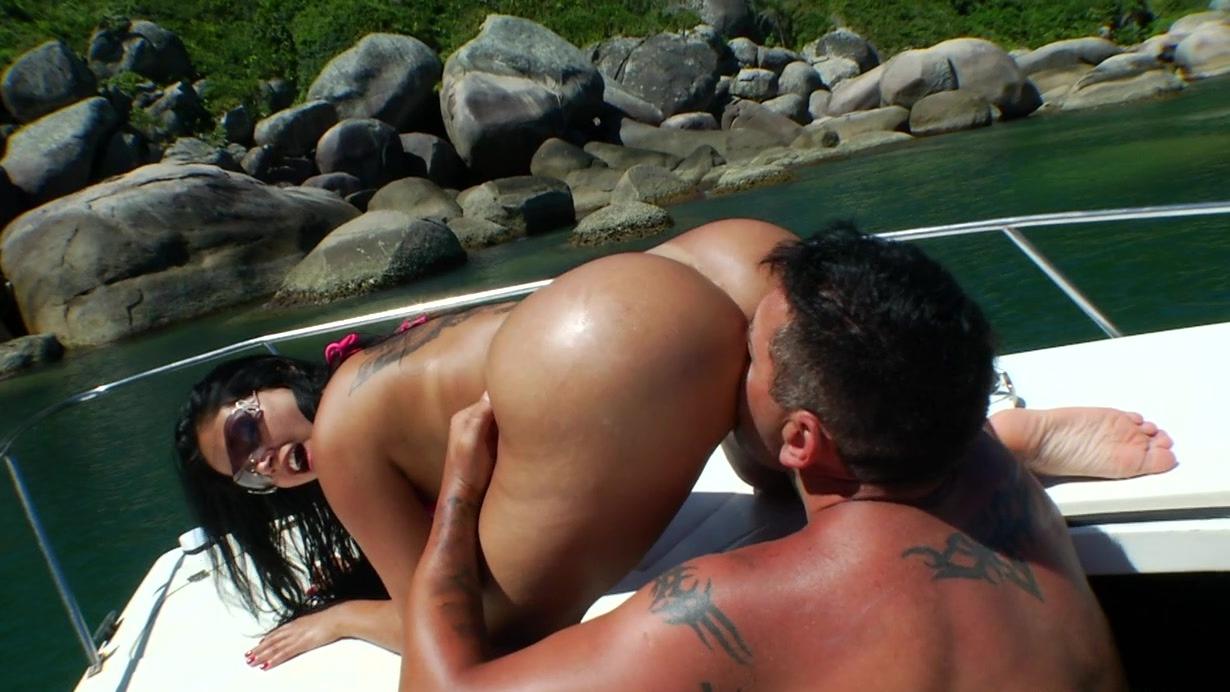 фото телок с куни на яхте втроем