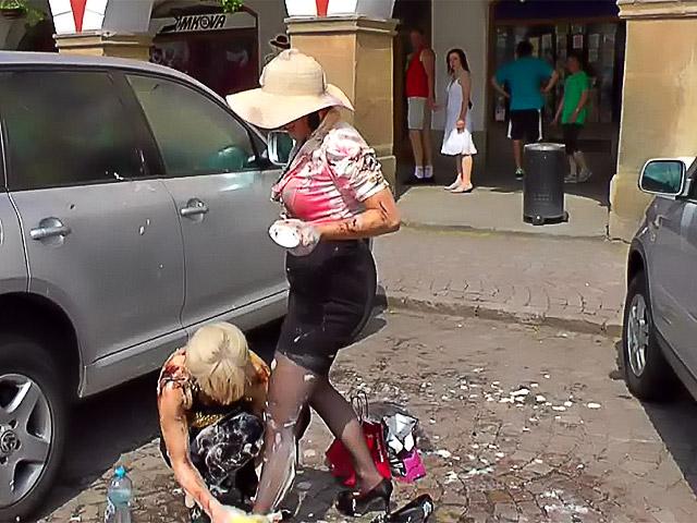 snyal-pozhiluyu-na-ulitse-dlya-seksa-yaponka-v-ofise-rabotaet-golaya-video-smotret
