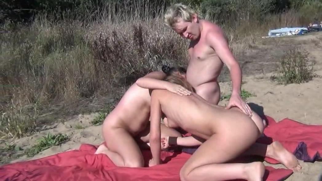 Бесплатно порно нудисты трахают на пляже