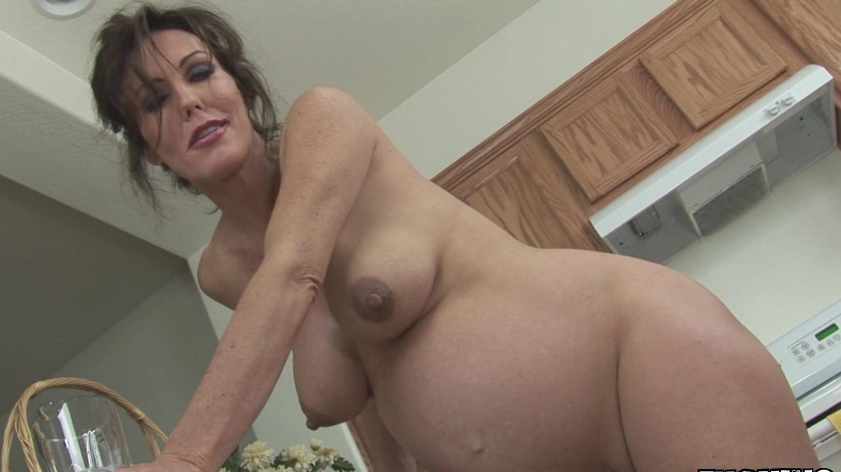 hellporno big natural tits mom