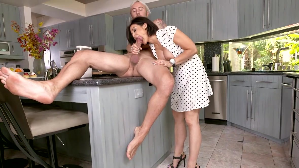 Hells kitchen sex swallows cum video