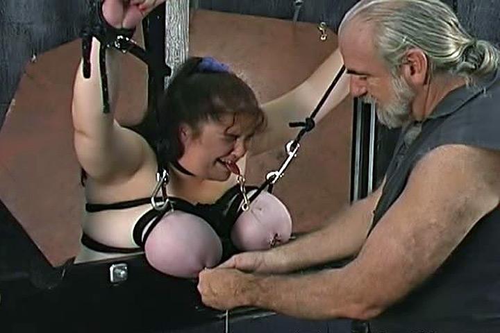 Порно онлайн порка сисек