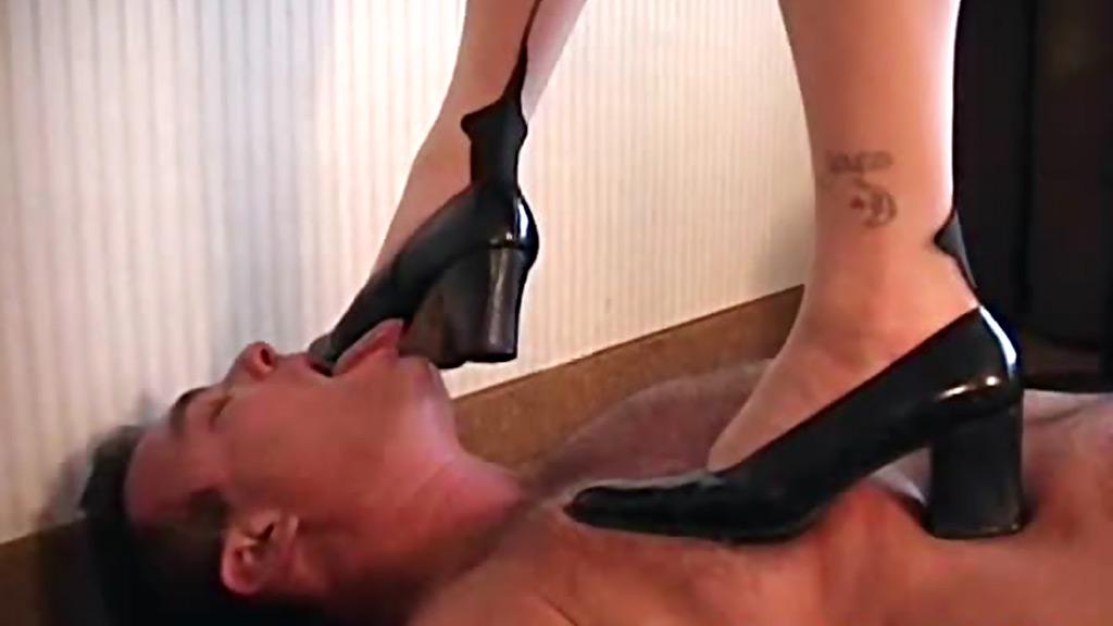 Фото госпожа ногу по гланды рабыни тольятти салон