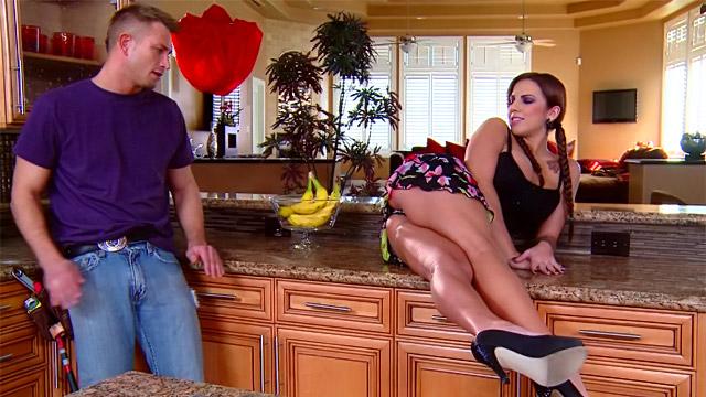конфликтует видео как домохозяйка соблазнила мужчину обожает плавать, лежа