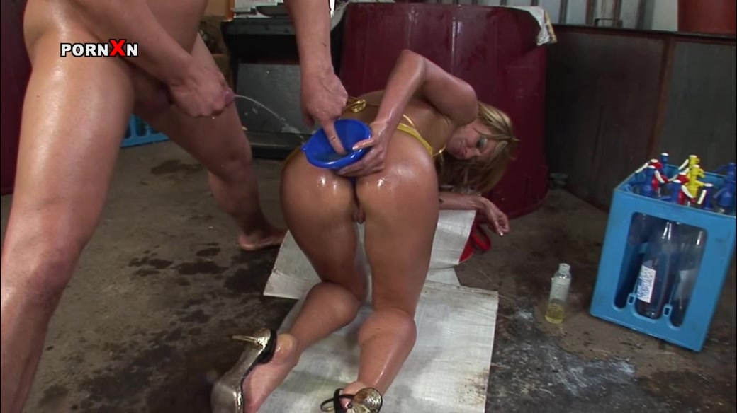 Ass in pissing