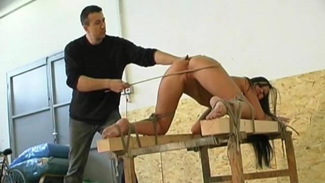 Порно наказание хлыстом