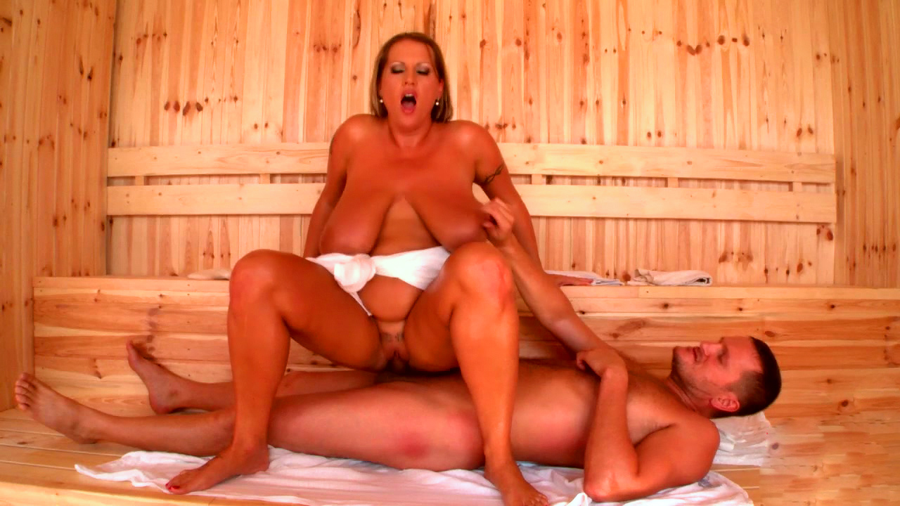 жен неприятие толстая голая в бане делает массаж ходу