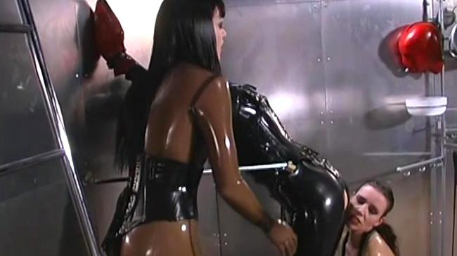 Порно латекс доминация смотреть онлайн 36125 фотография